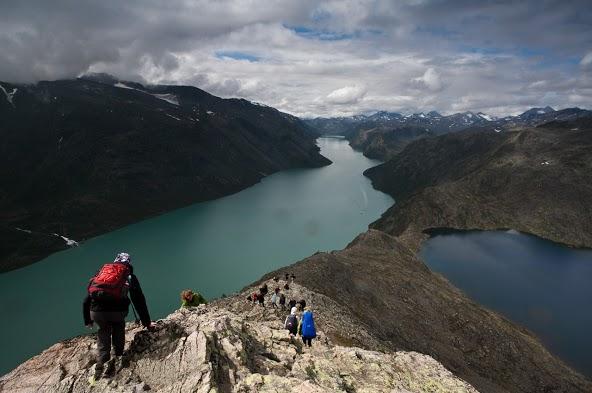 Widok z grani Besseggen w Norwegii (fot. Konrad Konieczny)