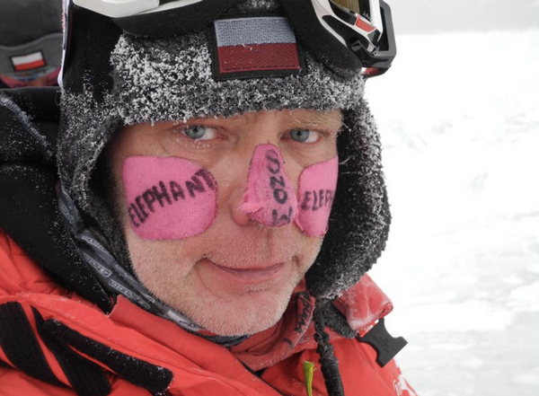 Artur Hajzer po zejściu bazy po akcji na Gasherbrum I, rok 2012 (fot. Agna Bielecka)