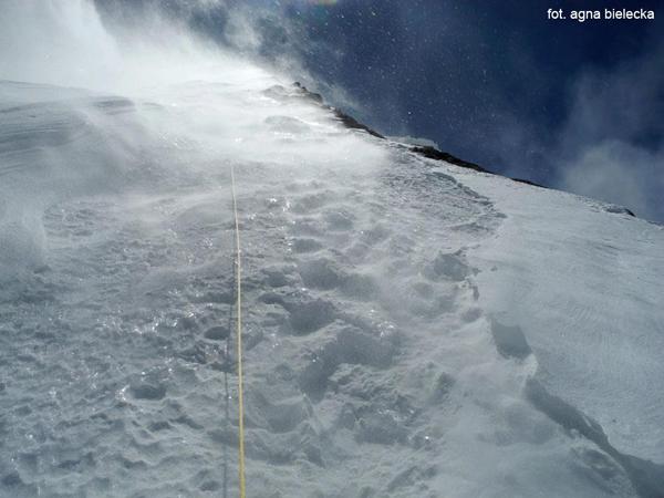 Początek poręczówek na 6700 m (fot. Agna Bielecka)