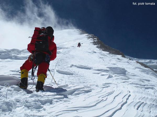 Początek poręczówek na 6700 m (fot. Piotr Tomala)