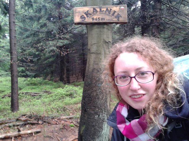 4/29 Skalnik (945 m) - Rudawy Janowickie. Po nocy na górze Rudnik w ulewie, wichurze, wśród brzóz i odgłosów kopyt... Na wejściu zaswiergolił mi skowroniasty! (fot. Ewelina Domańska)