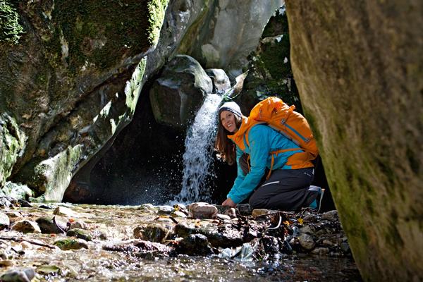 Plecaki dla kobiet mają specjalnie wyprofilowane szelki i pas biodrowy (fot. Vaude)