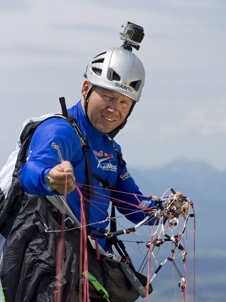 Paweł Faron podczas zawodów Red Bull X-Alps (fot. Vitek Ludvik)
