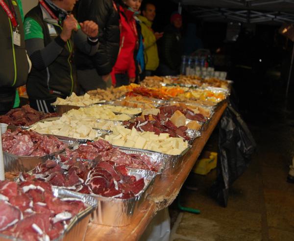 Punkty żywieniowe na UTMB 2012 (fot. Aneta Żukowska)