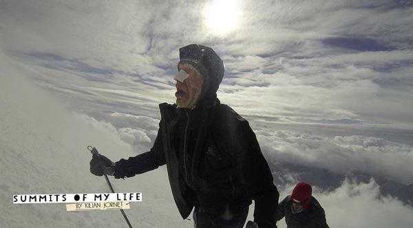 Kilian Jornet i Rosjanin Witalij Szkieł w biegu na Elbrus