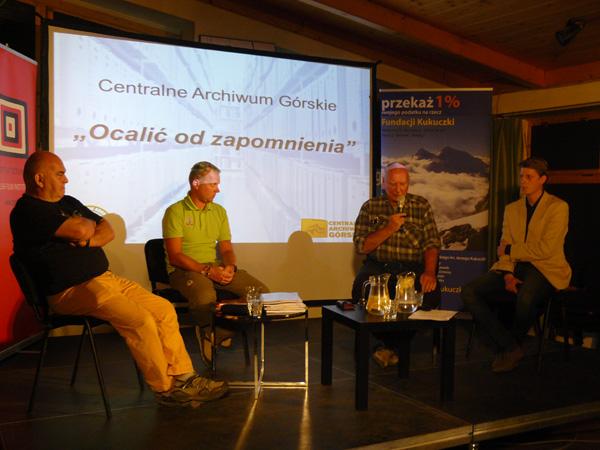 """""""Ocalić od zapomnienia"""" - o Archiwum Górskim mówili (od lewej): Janusz Majer, Daniel Kobiela, Janusz Kurczab i Bartosz Krawczyk (fot. Outdoor Magazyn)"""