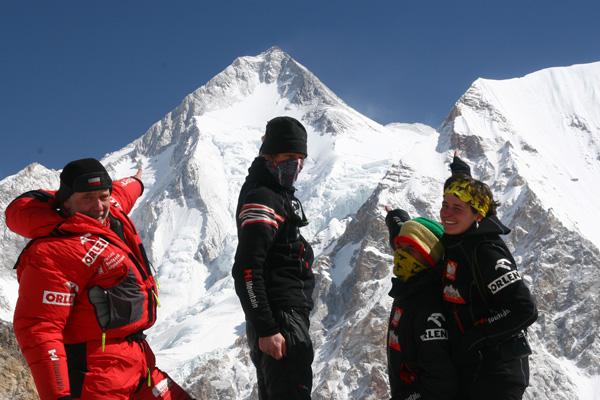 Od lewej: Artur Hajzer, kierownik zimowej wyprawy na Gahserbrum I, Janusz Gołą, Adam Bielecki, Agnieszka Bielecka (fot. arch. PHZ)