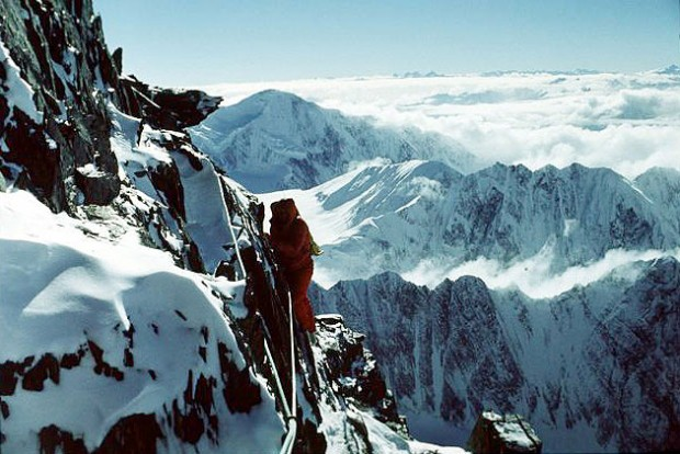 Noszak zima 1973. Skalny próg ponad obozem V (fot. Tadeusz Piotrowski)