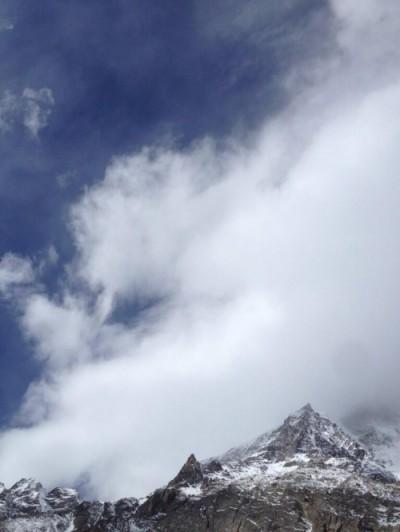 Nanga Parbat skryta za chmurami (fot. simonemoro.gazzetta.it)