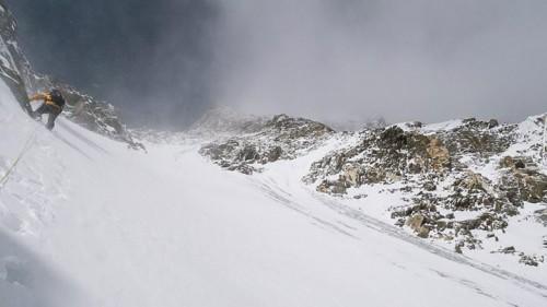 Wiatr panuje na stokach Nanga Parbat (fot. simonemoro.gazzetta.it)