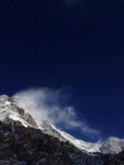 Mimo dużego wiatru niebo nad Nanga Parbat było dziś czyste (fot. Emilio Previtali)