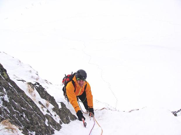Denis Urubko na drugim wyciągu drogi Cień Wielkiej Góry (fot. Kacper Tekieli)