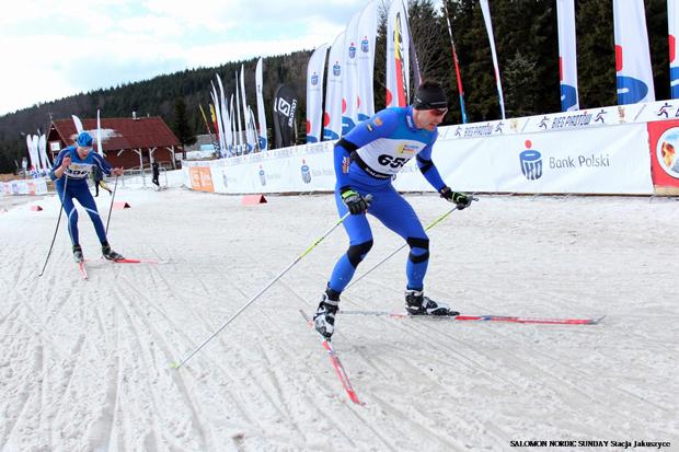 Pavel Simek (na pierwszym planie) i Tomas Malik stoczyli najbardziej zaciętą rywalizację o wygraną w biegu stylem dowolnym w tym sezonie. Simek wygrał finał z przewagą zaledwie trzech sekund nad Malikiem (fot. Stacja Jakuszyce)