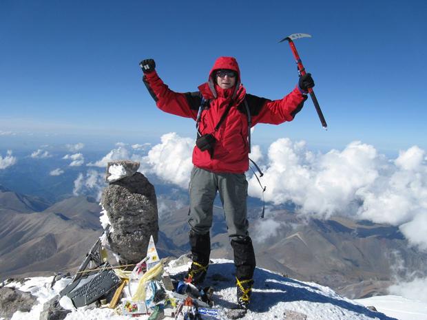 Tomek na Elbrusie w 2007 roku (źródło: Zimowy Ultramaraton Karkonoski im. Tomka Kowalskiego)