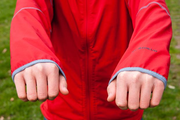 Rękawy są długie, minus za to za szybkie zmechacenie lamówek