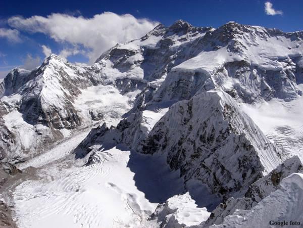 Kanczendzonga od północy (fot. google)