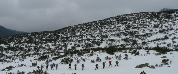 Zimowa turystyka górska może być wspaniałą przygodą o ile mamy wiedzę i umiejętności( fot. Outdoor Magazyn)