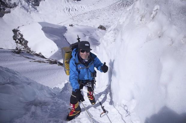 Carlos Soria podczas wspinaczki na Kanczendzongę