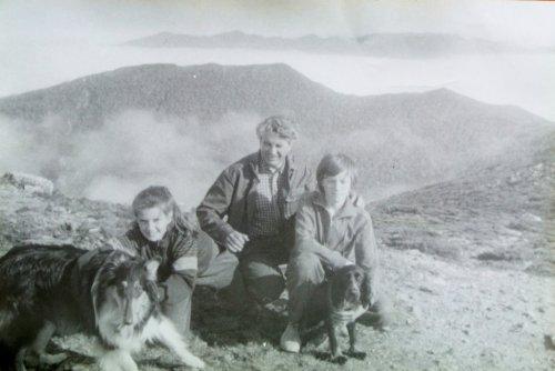 Z ojcem i siostrą na szczycie Czechowa w pobliżu miasta Jużno-Sachalińsk w 1988 roku