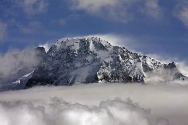 Kopuła szczytowa głównego wierzchołka Broad Peak. Z lewej BP Middle (fot. summitpost.org)
