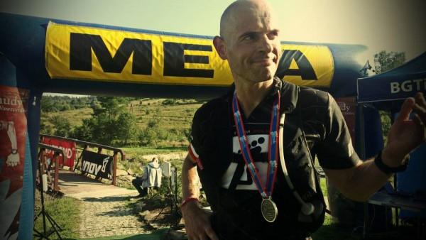 Gediminas Grinius na mecie trasy 50+ (fot. Magda/źródło: Chudy Wawrzyniec)