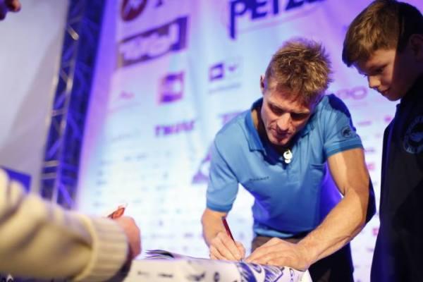Stephan Siegrist rozdaje autografy (fot. Wojciech Lembryk)