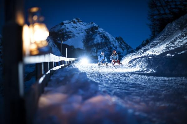 Nocne zjazdy na sankach w Dolinie Stubai (fot. Andre Schoenherr / Stubai)