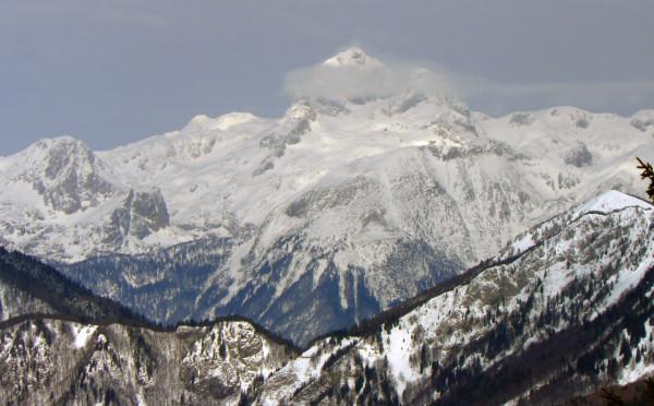 Widok na Alpy Julijskie ze stoku narciarskiego (fot. Outdoor Magazyn)
