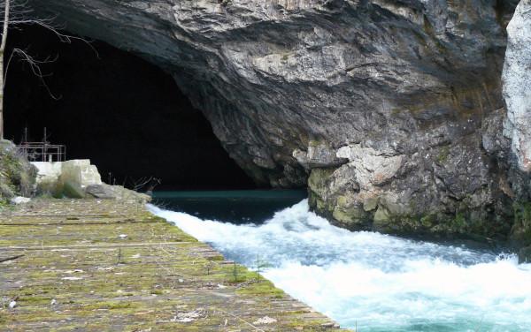 Wejście do jaskini Planinska (fot. Outdoor Magazyn)