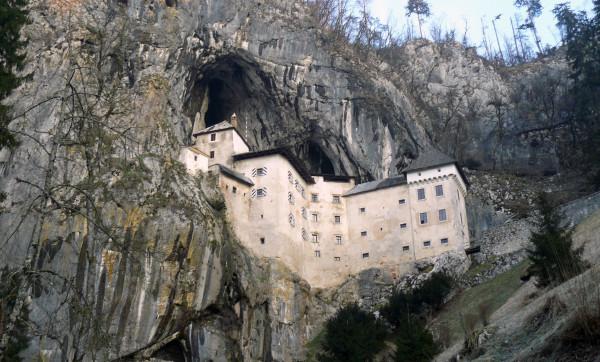 Zamek Predjama, czyli imponujące połączenie dzieła człowieka i natury (fot. Outdoor Magazyn)