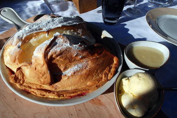 Wyśmienity deser w Schneekarhütte - Salzburger nockerln (fot. outdoormagazyn.pl)