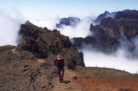 Madera - szlak z Pico do Areeiro na Pico Ruivo (fot. Turismo de Portugal - Antonio Spinola)