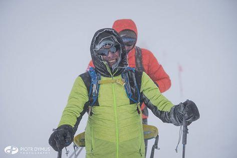 Piotr Hercog na Elbrusie - zdjęcie wykonane podczas zejścia na wysokości ok. 5300 m (fot. Piotr Dymus Photography)