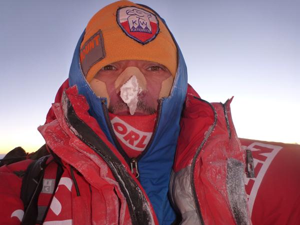 Wyprawa na Broad Peak 2013: Artur Małek na szczycie (fot. Artur Małek)