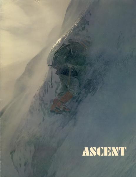 Fotografia Yvona Chouinarda - Doug Tompkins wspina się na Hell's Lum, Cairngorms, w Szkocji. Fotografia została umieszczona w magazynie On Ice Ascent w 1971 roku (fot. supertopo.com)
