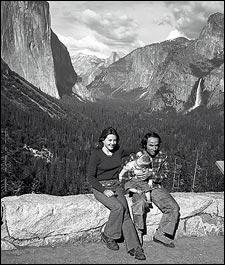 Yvon Chouinard wraz żoną Malindą i synem Fletcherem, Yosemite National Park, około roku 1975 (fot. Patagonia)