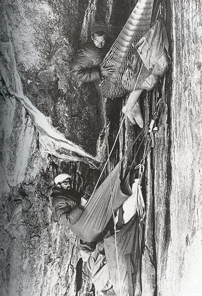 1964 rok - biwak podczas pierwszego przejścia drogi North American Wall na El Capitan w Yosemite. Pierwszego przejścia dokonali: Yvon Chouinard, h Royal Robbins, Tom Frost i Chuck Pratt (fot. Chuck Pratt)