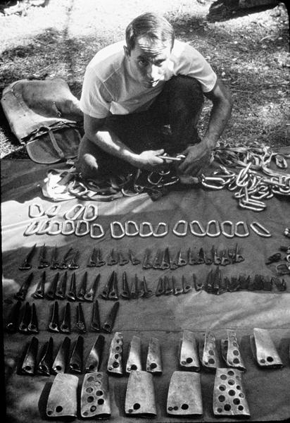 Obwoźny kramik Yvona Chouinarda w latach 60. (fot. Patagonia)