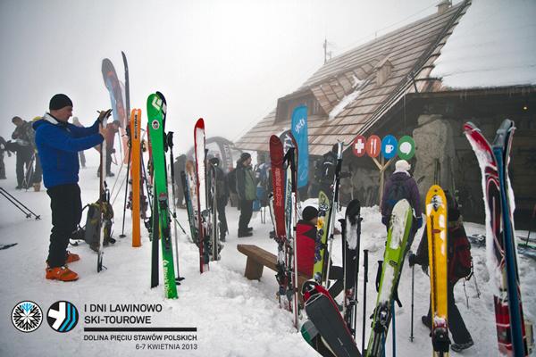 I Dni Lawinowo Ski-tourowe w Dolinie Pięciu Stawów - narty, narty... (fot. Jan Wierzejski)