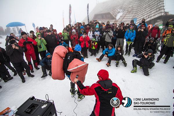 I Dni Lawinowo Ski-tourowe w Dolinie Pięciu Stawów - szkolenia i pokazy (fot. Jan Wierzejski)