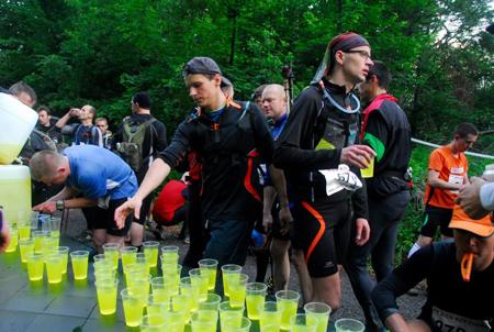 Bieg Rzeźnika 2012 - punkt regeneracyjny (fot. Monika Strojny)