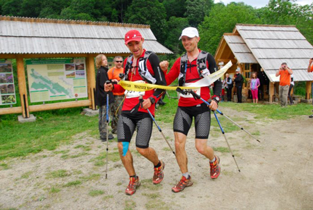 Bieg Rzeźnika 2012 - Marcin Świerc i Piotrek Hercog na mecie (fot. Monika Strojny)