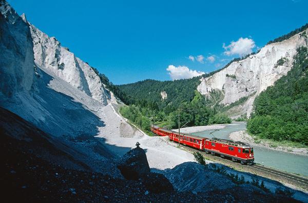 Gryzonia ma także imponujące trasy kolejowe  (fot. Region  Graubünden)