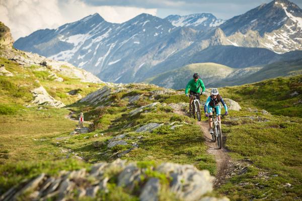 Gryzonia to rejon silnie górzysty, doskonały dla rowerzystów i trekkerów (fot. Region  Graubünden)