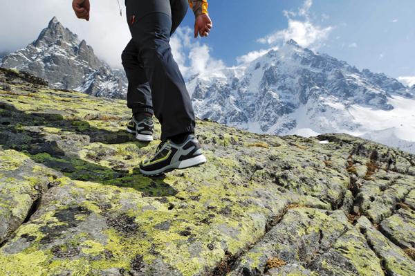 Daj sobie w sklepie czas na długie i aktywne przymierzanie butów - dzięki temu nie popełnisz błędów (fot. Thomas Senf/Mammut)