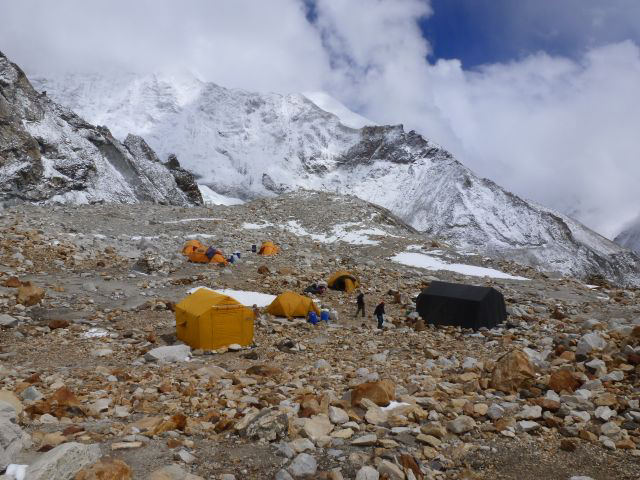 Baza główna na wysokości 5600 m n.p.m.