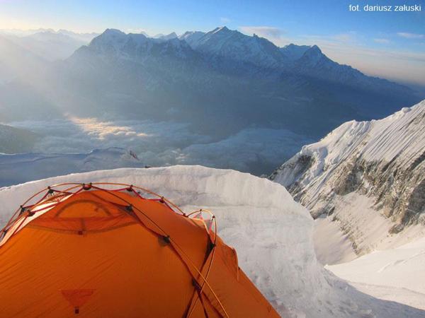 Biwak Załuskiego i Styś na 6900 m (fot. Dariusz Załuski)