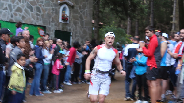 Piotr Hercog na trasie Transvulcania 2013 (fot. Damian Wodecki)
