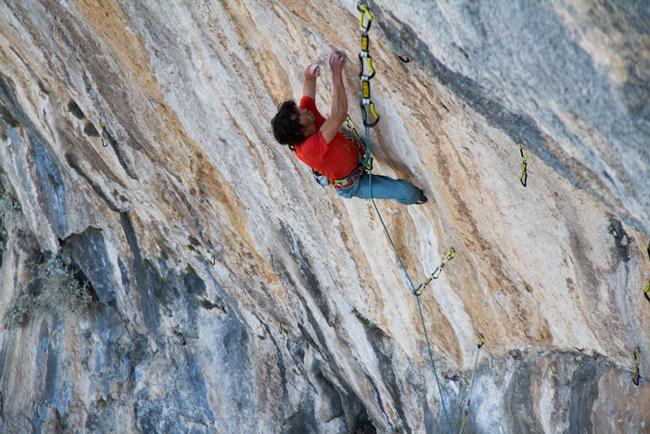 Hanjorg Auer podczas wspinaczki na Kalymnos