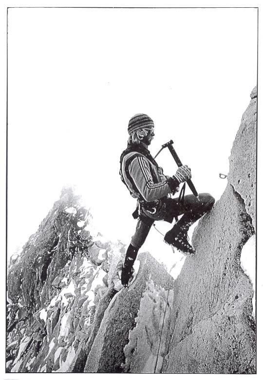 Jeff Lowe podczas wspinaczki na Ama Dablam w 1979 roku (fot. thewildwood.wordpress.com)